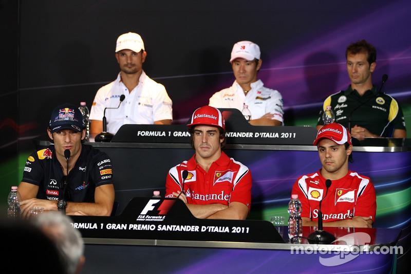 f1-italian-gp-2011-mark-webber-red-bull-racing-vitantonio-liuzzi-hrt-f1-team-fernando-alon.jpg